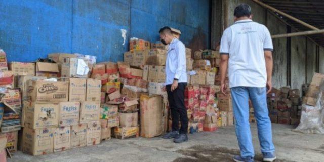 Polres Purwokerto Bersama Disperindag Gelar Razia Gudang Makanan