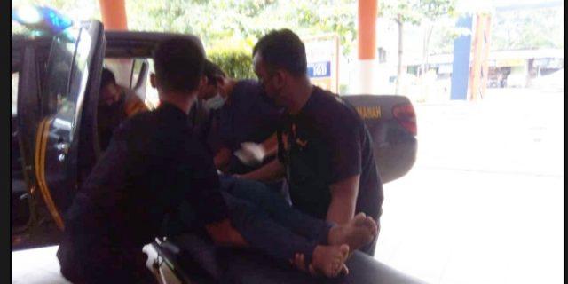 Ditemukan Tergeletak Seorang Perempuan di Pinggir Jalan Kalikabong di bantu Warga dan Aparat Kepolisian