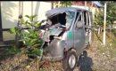 kecelakaan dengan truk di Kabupaten Brebes, Jawa Tengah Ambulans minibus pembawa jenazah