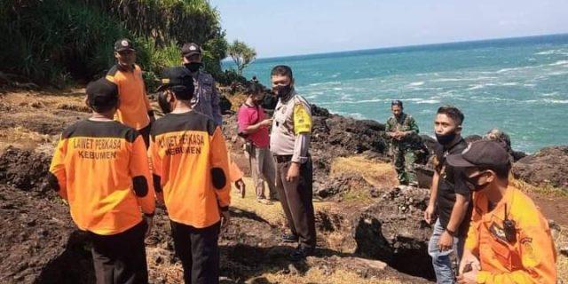 Mau Selfi Terpeleset Bapak dan Anak Jatuh dan Tenggelam Dipantai Mengganti