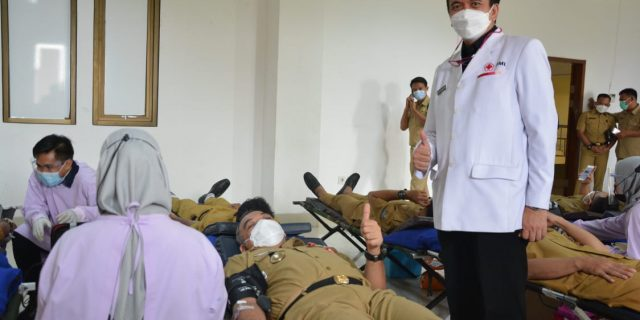 Wujudkan 10.000 Kantong Darah, Bupati Zaki Ikut Donor Darah