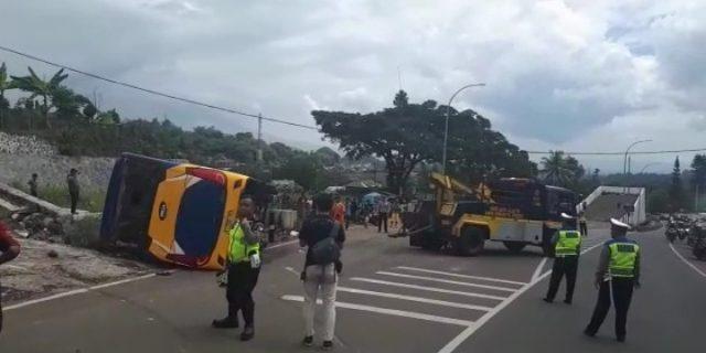 Bus Rombongan Tangerang Alami Kecelakaan Tunggal