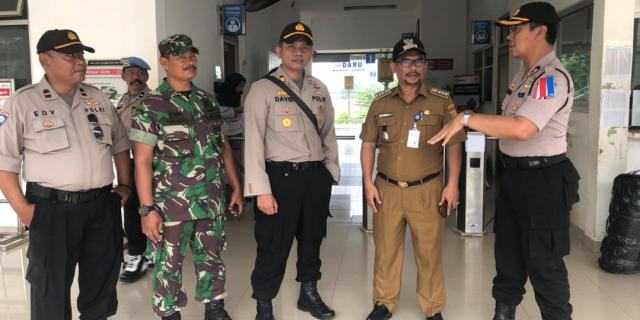 Pastikan Keamanan, Kapolsek Tigaraksa Lakukan Razia Pelajar Di Stasiun Daru
