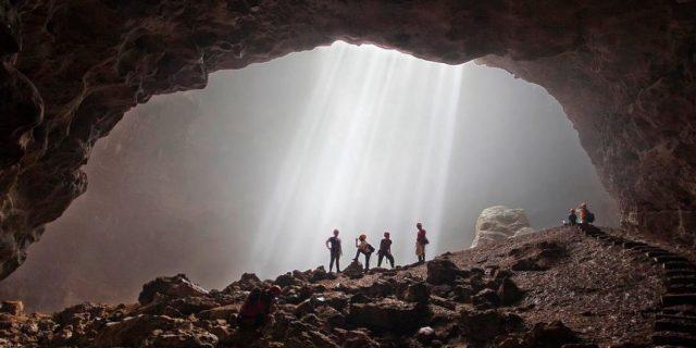 Menikmati Cahaya Surga di Goa Jomblang